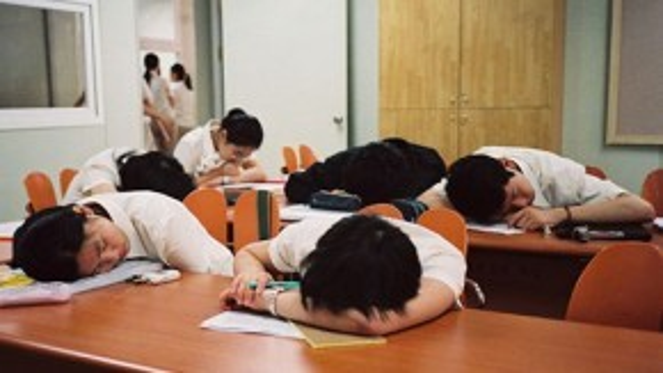 Học sinh Hàn Quốc phải chịu áp lưc học hành nặng nề. Ảnh: Thúy Quỳnh
