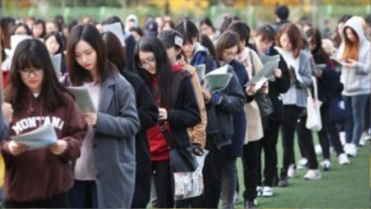 Học sinh xứ sở kim chi học từ 16 - 18 tiếng một ngày vào đợt cao điểm, chuẩn bị cho kỳ thi. Ảnh: Thúy Quỳnh