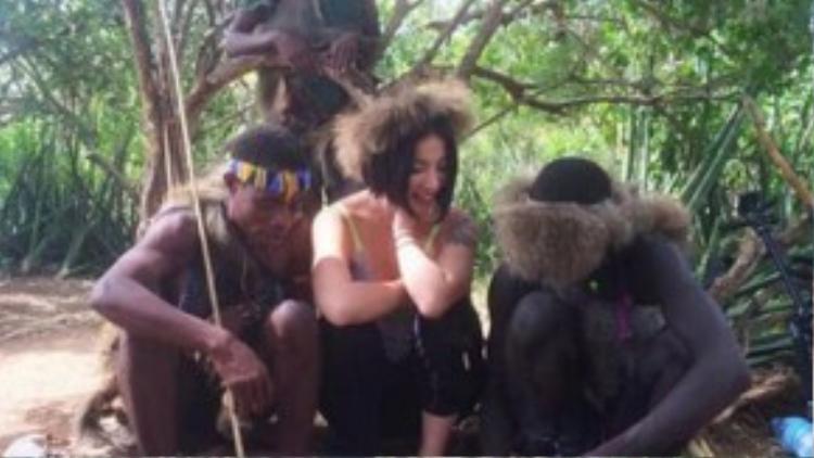 Sau khi dự án cá nhân của Nagi được nhiều người biết đến, một chương trình truyền hình đã xin phép đi theo ghi lại toàn bộ quá trình tiếp xúc giữa cô với các thổ dân châu Phi.