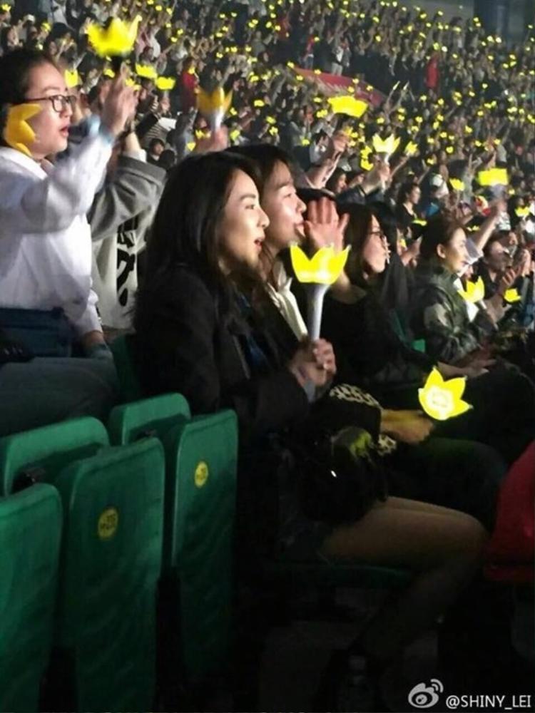Dara (2NE1) tới cổ vũ concert 3,5 triệu khán giả của Bigbang
