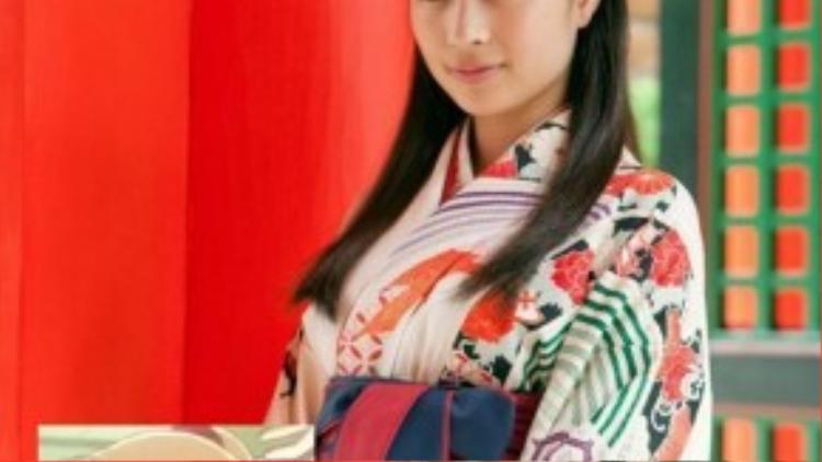 Suzu Hirose trong vai Chihaya Ayase