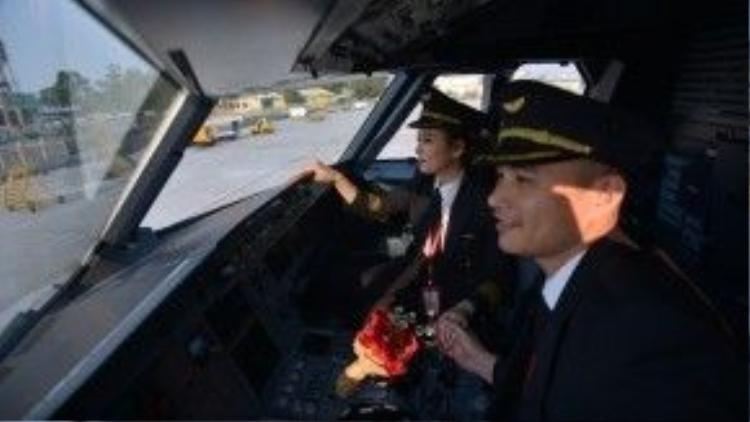 """10 năm trước, Đặng Tiến Cường và Nguyễn Phương Anh quen biết nhau trên một chuyến bay mà cả hai đều ở """"vai người phục vụ"""". Khi ấy hai bạn trẻ cùng là tiếp viên của một hãng hàng không."""