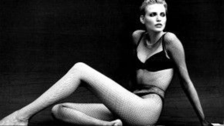Thục Nghi được cho là đã phá vỡ kỷ lục Guinness của diễn viên kiêm người mẫu ĐứcNadja Auermann. Năm 1990, Nadja Auermann đã ghi tên mình vào sách kỷ lục thế giới Guinness nhờ đôi chân dài 1,08m trong khi cô chỉ cao1,71m. m
