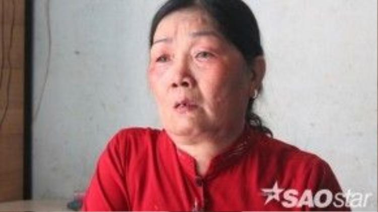 Mẹ tử tù Vũ Văn Tiến khóc nức nở khi nhớ về con trai.