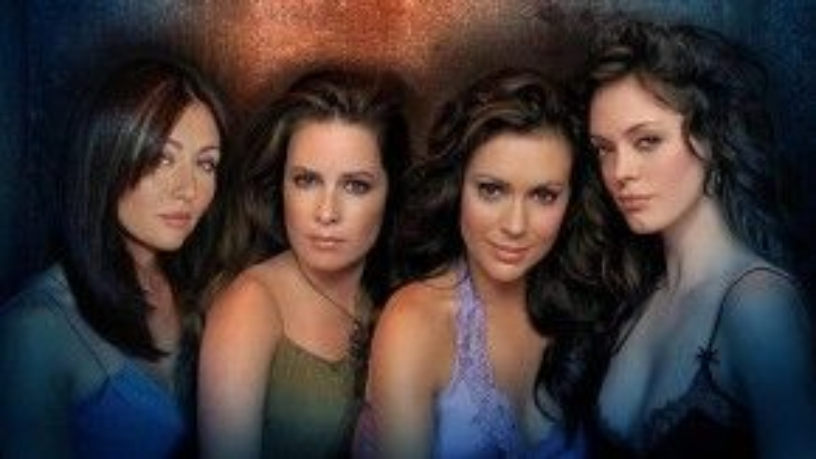 Nhan sắc rạng ngời của bốn chị em Halliwell ngày nào: Prue, Piper, Phoebe và Paige.