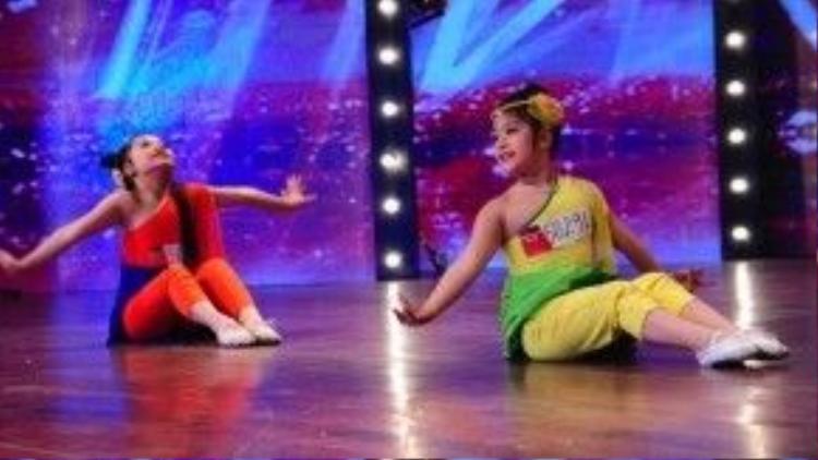 Hai cô bé Hà Bảo Anh, Nguyễn Mỹ Anh từng lấy nước mắt của giám khảo Chí Trung tại vòng loại sân khấu và là chủ nhân của nút vàng đầu tiên cũng sẽ góp mặt trong đêm thi này.