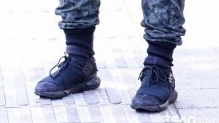 """Đôi giày Y-3 qasa là một trong 200 """"con cưng"""" mà Bảo Paul vô cùng yêu quý."""
