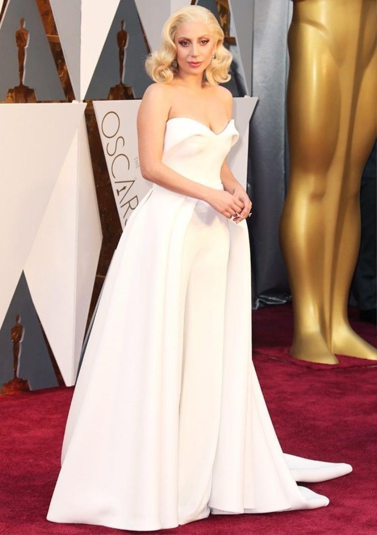 Hậu Oscars 2016: Sam Smith ẵm cúp nhưng bà hoàng Lady Gaga mới là quán quân thật sự