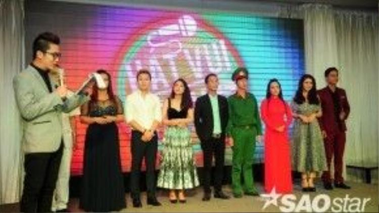 Đại diện các thí sinh trong cuộc thi Hát vui - Vui hát mùa đầu tiên.