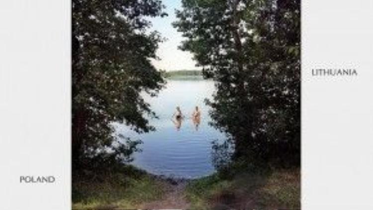 Người dân hai nước Ba Lan và Lithuania có thể dễ dàng sử dụng chung một hồ nước đồng thời cũng là đường biên giới tự nhiên.