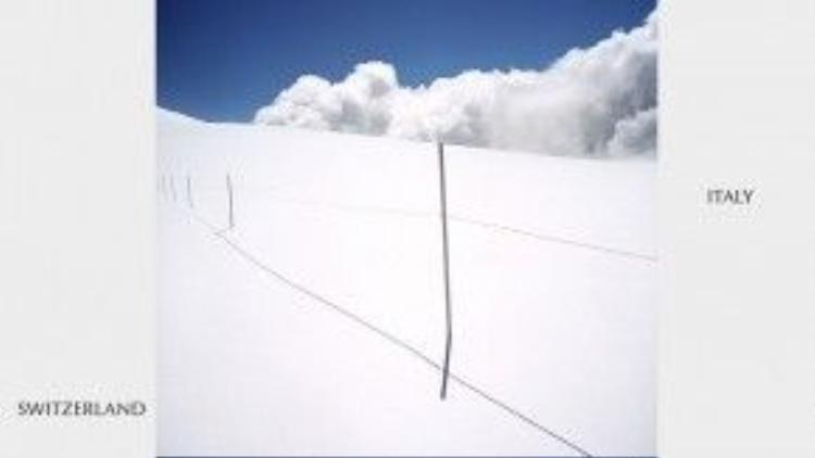 Ý và Thụy Sĩ chia cắt nhau bởi một hàng rào không thể thô sơ hơn được nữa.