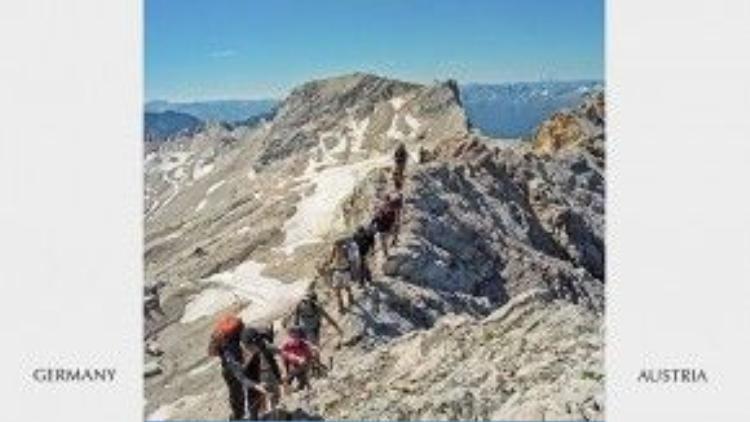 """Biên giới Đức và Áo luôn thu hút luợng lớn khách tham quan và leo núi. Nơi đây từng được lựa chọn làm bối cảnh cho nhiều bộ phim, trong đó có """"Giai điệu hạnh phúc""""."""