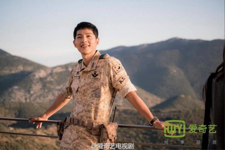 Đại úy Yoo  Song Joong Ki có gì mà khiến bạn chết mê chết mệt?