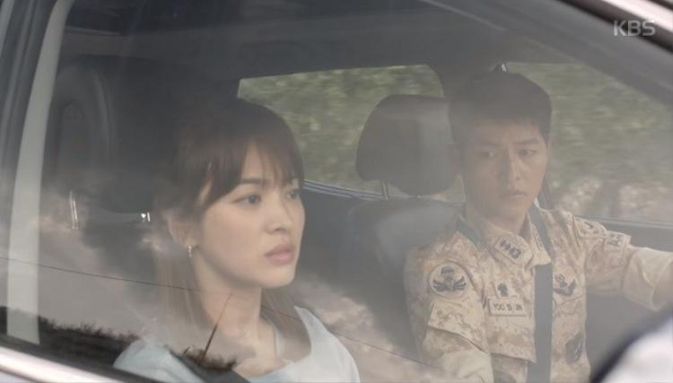 Song Joong Ki hô hấp nhân tạo cứu người đẹp thoát chết trong gang tấc