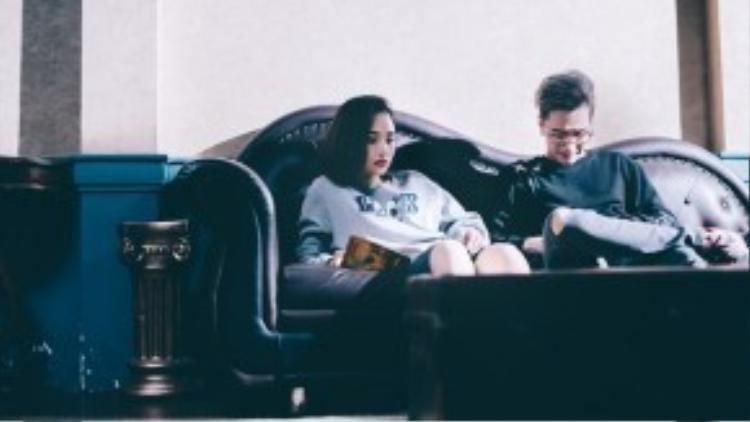 Dù chênh lệch nhau về tuổi tác nhưng cả Miu Lê và Lou Hoàng đều diễn xuất khá nhập tâm