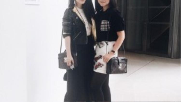 Cách đó tròn một năm, cô cũng hội ngộ Phạm Băng Băng tại show diễn của Louis Vuitton. Thậm chí, cô còn sử dụng mẫu túi xách y hệt ngôi sao Đại lục.