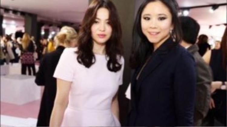 Cá tính bên cạnh nữ diễn viên Song Hye Kyo tại show diễn Dior.