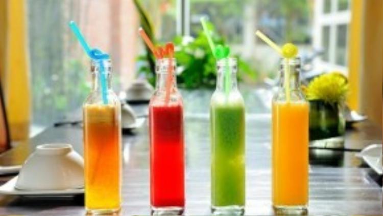 Nước ép trái cây bổ sung vitamin, đẹp da và thải độc tố cơ thể.