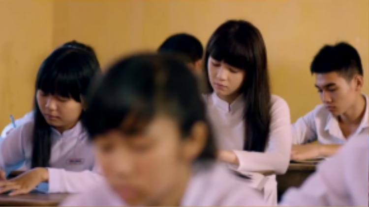 Cô học trò ngày xưa giờ đây đã không còn khoác lên mình bộ áo dài trắng ấy.