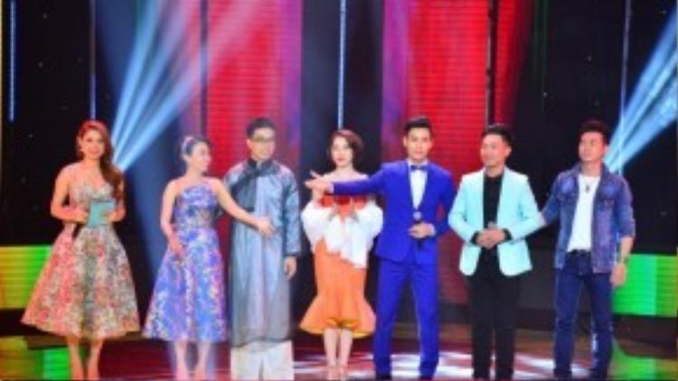 """5 """"chiến binh"""" xuất sắc nhất chính thức bước vào liveshow. Đó là thí sinh được chọn nút đỏ Thành Thiện và 4 thí sinh được Cẩm Ly lựa chọn là Khánh Vinh, Tiến Vinh, Công Nghĩa, Bảo Nam và Đình Nguyên."""