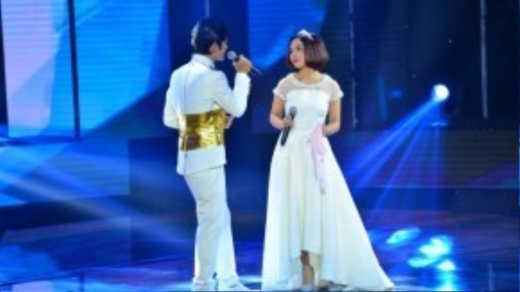 Mỹ Linh và Nguyễn Duy đã cùng nhau kể một câu chuyện cổ tích vô cùng lãng mạn quan ca khúc Phút cuối của nhạc sĩ Lam Phương.