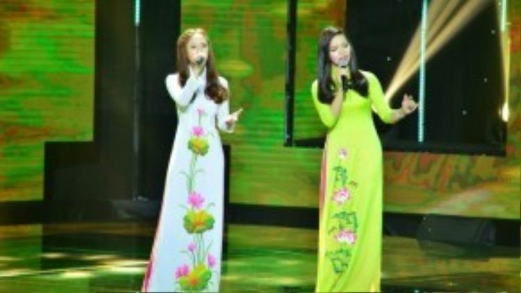 Thông qua ca khúc Vùng lá me bay, cặp đôi Trương Thị Hảo và Phương Ý đã mang lại không khí tươi vui cho khán phòng.