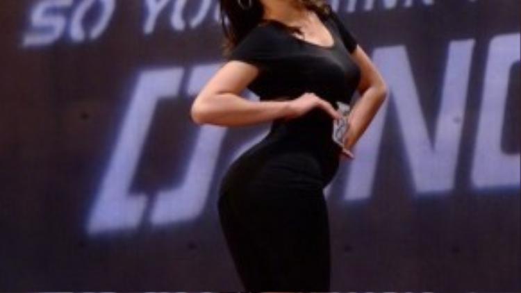 Tưởng chừng như cô nàng có niềm đam mê với thời trang và sự nghiệp người mẫu, tuy nhiên, điểm dừng chân tiếp theo của Quỳnh Mai là So you think you can dance với vai trò là một vũ công chuyên nghiệp.