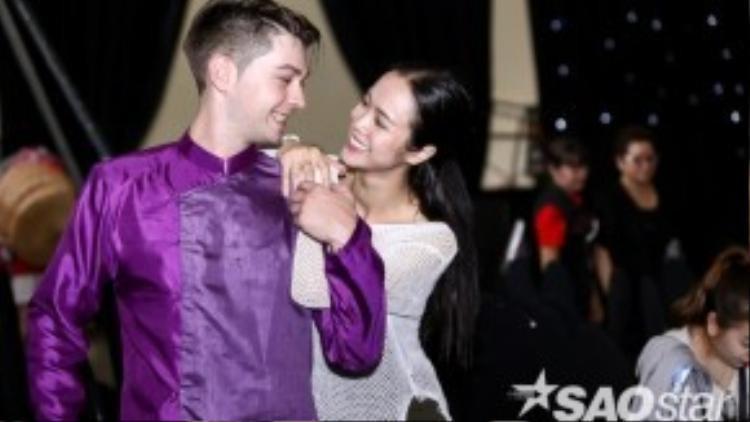 Vũ Ngọc Anh và bạn nhảy.