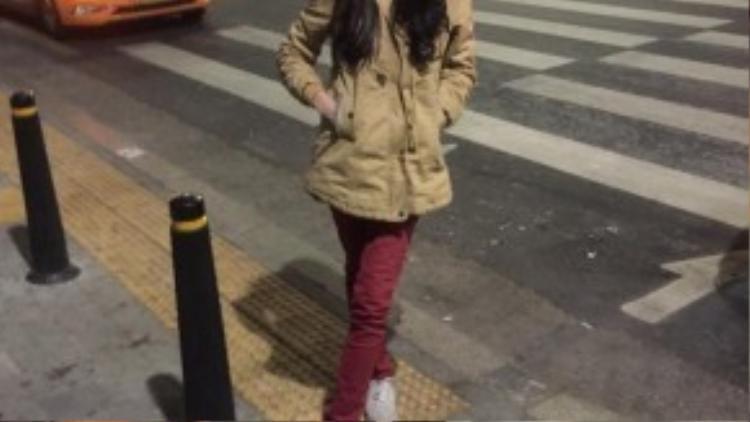 Kim đang sinh sống và học tập tại Hàn Quốc.