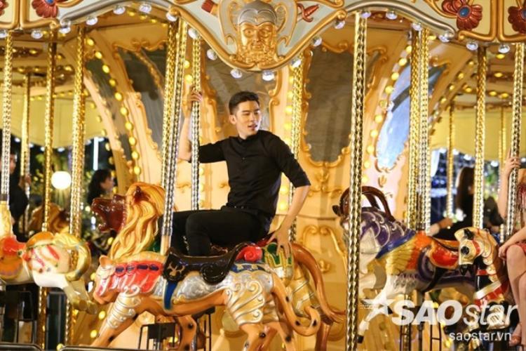 VIP Dance 2016: Các đội thi rực rỡ tỏa sáng trên vòng xoay ngựa gỗ dát vàng