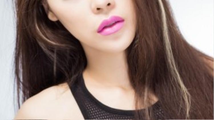 Cận cảnh nhan sắc đẹp ngây dại của Summer Huỳnh.