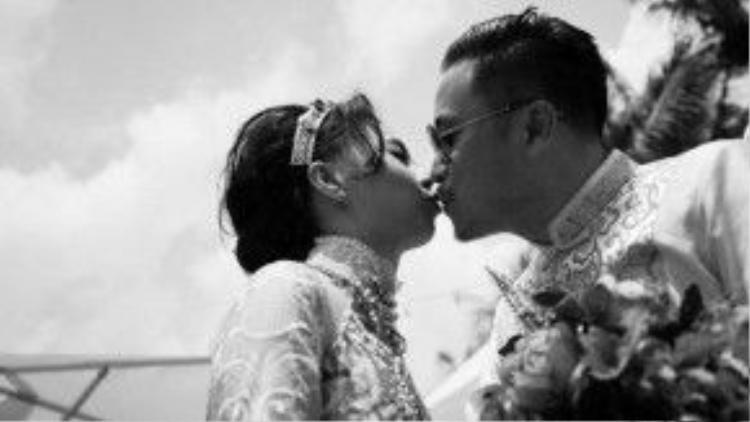 Victor Vũ và Đinh Ngọc Diệp hạnh phúc trong đám hỏi diễn ra hồi đầu tháng 10 năm ngoái.
