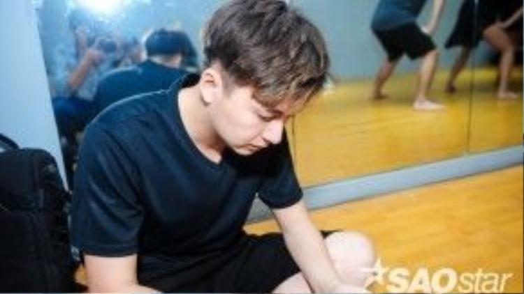 Sau 8 đêm liveshow, Ngô Kiến Huy xuất sắc giành quyền đi tiếp bởi sự cố gắng và thông minh trong các tiết mục.