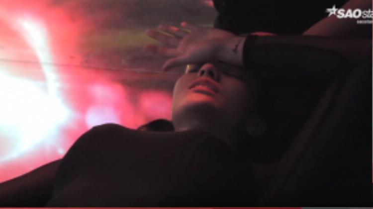 Gương mặt đau đớn của Hồng Quế.