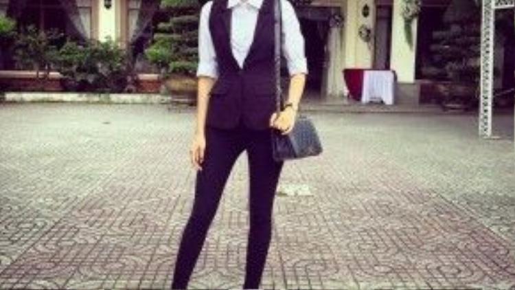 Là một cô gái thời trang chính hiệu, tất nhiên Phạm Hương phải có cho mình một chiếc túi Chanel Boy.