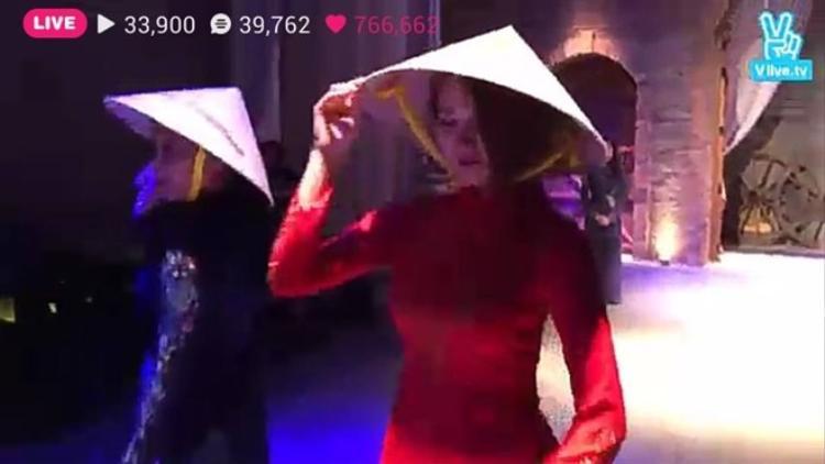 Fans T-ara đổ gục trước màn trình diễn áo dài của Jiyeon  Soyeon