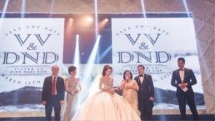Trong dạ tiệc cưới vào tối 12/3, Victor Vũ - Đinh Ngọc Diệp trình chiếu phim ngắn về tình yêu khi bắt đầu sự kiện như một lời chào mở đầu đến tất cả quan khách.