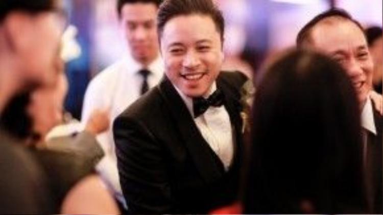 Đạo diễn Victor Vũ đến cảm ơn bạn bè đã tới tham dự lễ cưới.