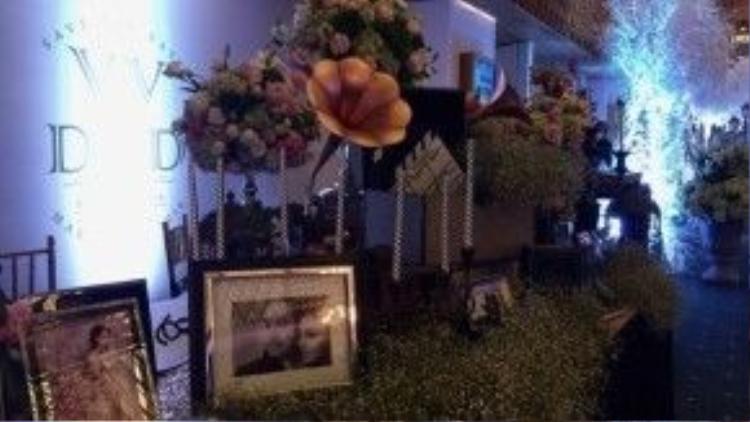 Với tất cả sự cố gắng và đầu tư dù thực hiện trong vỏn vẹn hai ngày, Victor Vũ - Đinh Ngọc Diệp cũng như êkip mong muốn tổ chức một dạ tiệc cưới đậm chất điện ảnh mà không kém phần lộng lẫy, tinh tế.