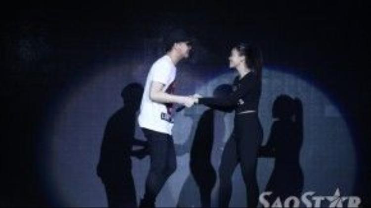 Không công phu như đêm thi trước nhưng màn vũ đạo tuần này của đội Noo Phước Thịnh vẫn hứa hẹn sẽ rất hấp dẫn.