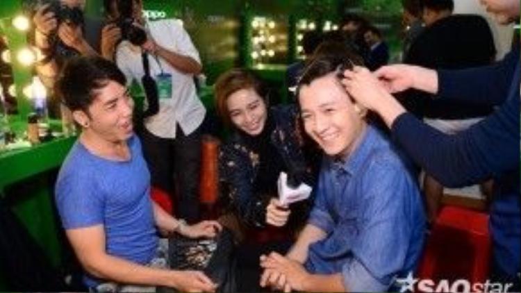 Nụ cười vui vẻ của Ngô Kiến Huy khi nhận thử thách từ Gil Lê.