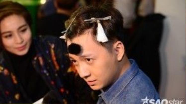 Biểu cảm khó đỡ của Ngô Kiến Huy.