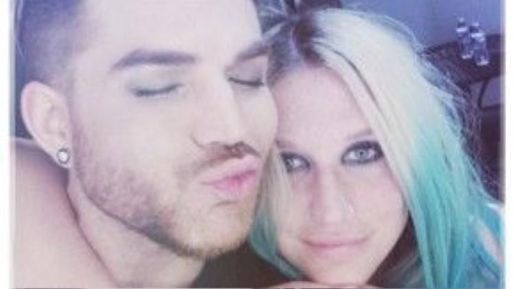 Hình ảnh thân thiết của Kesha và Adam Lambert mới được anh chàng chia sẻ trên Instagram.