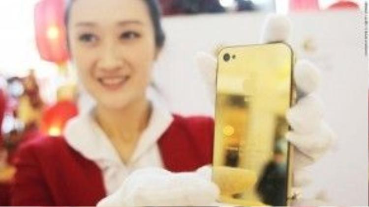 Dịch vụ điện thoại toàn cầu giá rẻ: Nếu điện thoại mà làm bằng vàng thì chắc chúng tôi sẽ nấu chảy chúng ra đem bán để thanh toán tiền cước roaming đấy.
