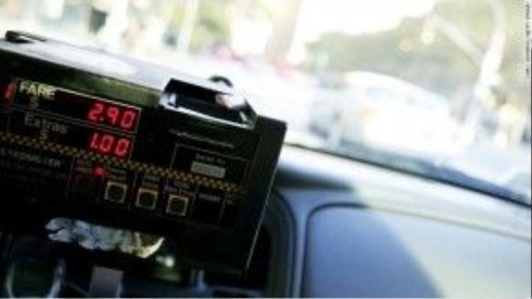 """Máy chống gian lận cước taxi: Cho đến khi có một ai đó phát minh ra ứng dụng tính cước taxi tích hợp giữachất lượng dịch vụ của Uber và bản đồ đường đi của Google Maps thì chúng tôi vẫn nhất quyết không trả một xunào cho nhữngmét """"đi sai đường""""."""