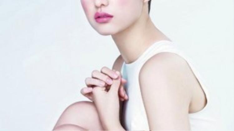 Kim Ji Won có khuôn mặt đẹp không tỳ vết. Cô được nhận xét là hậu duệ của người đẹp Kim Tae Hee.