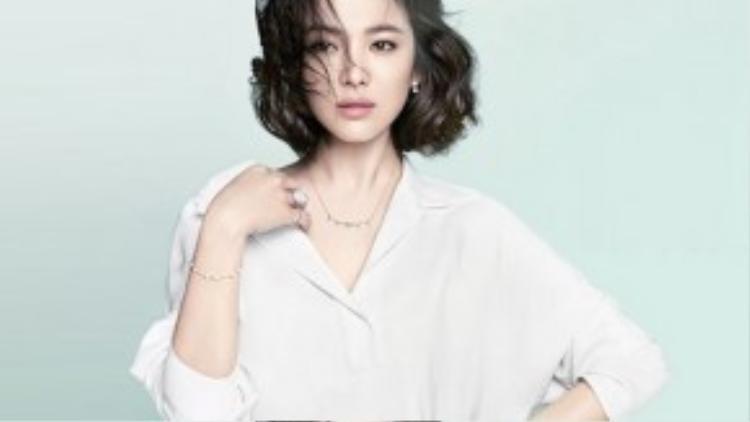 """Trước Hậu duệ của mặt trời, Song Hye Kyo cũng từng lập thành tích với loạt phim truyền hình có rating """"khủng"""" như: Ngọn gió đông năm ấy, Ngôi nhà hạnh phúc, Người quản lý khách sạn…"""