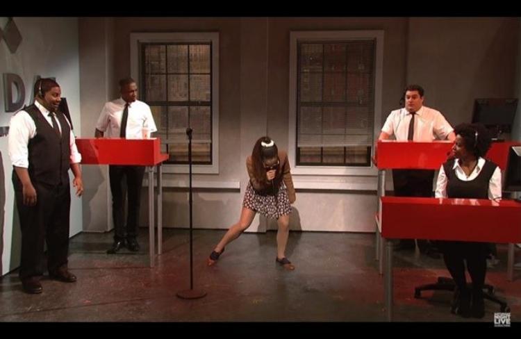 Ariana Grande tiếp tục xuất thần giả giọng Rihanna, Britney Spears hay choáng váng!