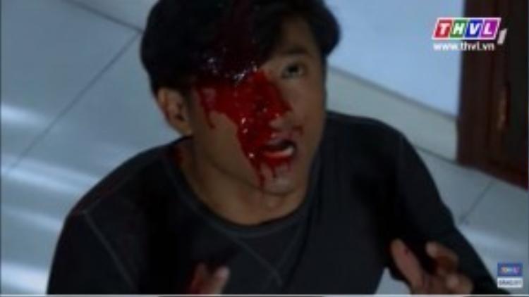 Sau khi bố mẹ và vợ phải ra khách sạn ở, Minh Phạm ở lại đối mặt với hàng loạt hiện tượng kinh dị.