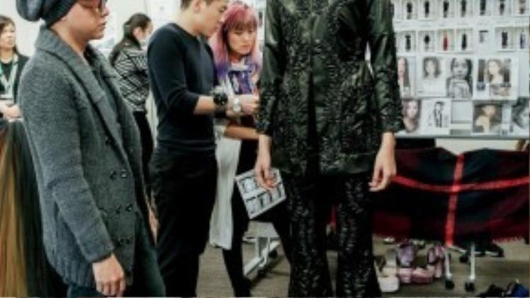 Kim Nhung - người mẫu Việt Nam duy nhất sẽ trình diễn BST của NTK Công Trí tại Nhật cho hay cô rất lấy làm vinh hạnh khi được là người mẫu duy nhất được Công Trí chọn lựa ở Tokyo Fashion Week.